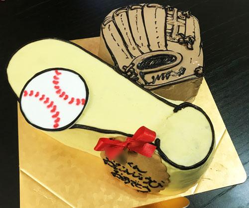 野球道具の誕生日ケーキ