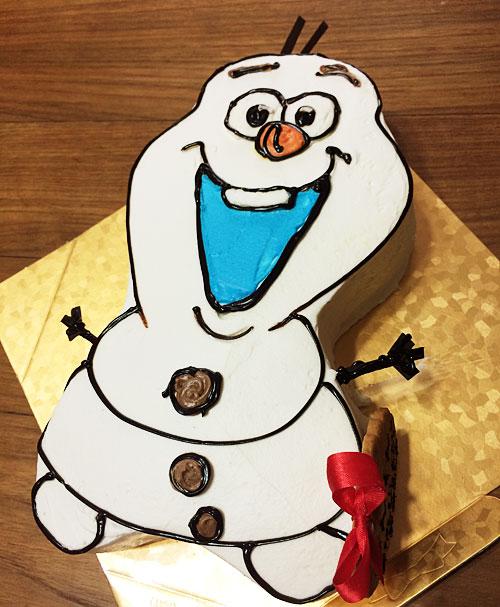 アナ雪のオラフの誕生日ケーキ