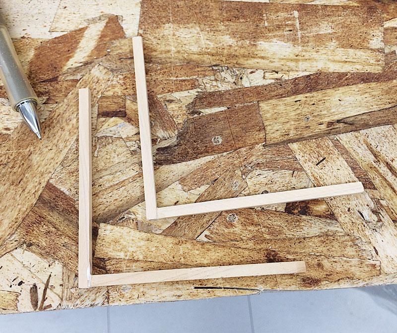 木材でL字枠を作成